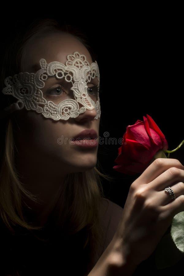 Stående av en ung kvinna royaltyfria bilder