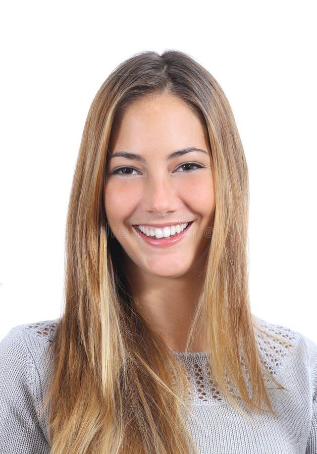 Stående av en ung kvinna med ett perfekt leende royaltyfri bild