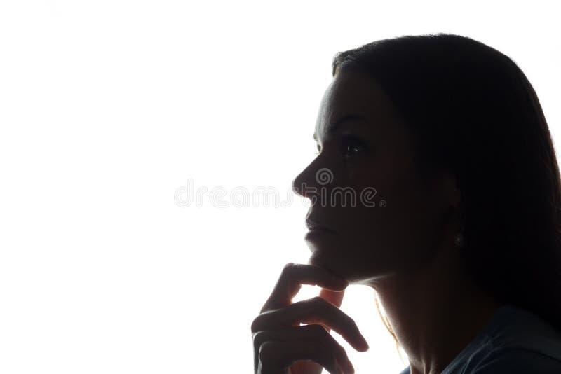 Stående av en ung kvinna, sidosikt arkivfoton