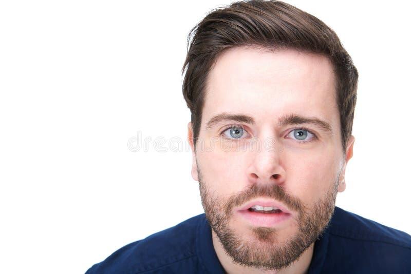Stående av en ung man med förvirrad blick på hans framsida royaltyfri fotografi