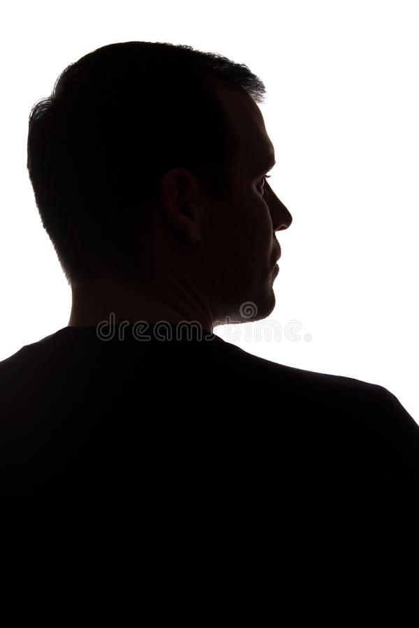 Stående av en ung man, tillbaka sikt - mörk isolerad kontur royaltyfria foton