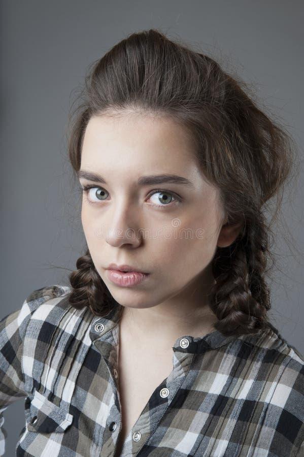 Stående av en ung nätt flicka arkivbild