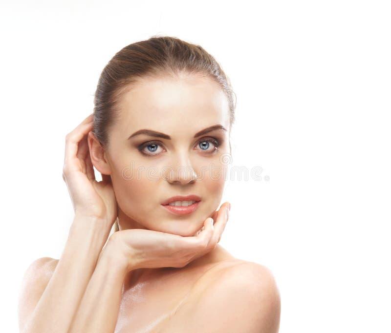 Stående av en ung och naken kvinna i makeup royaltyfri foto