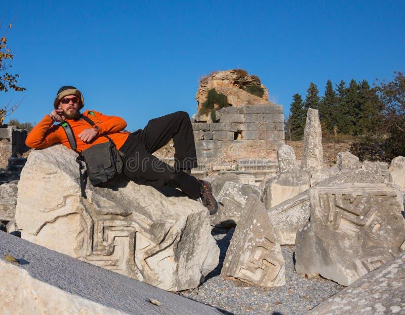 Stående av en ung turist i Aten, Grekland royaltyfria foton