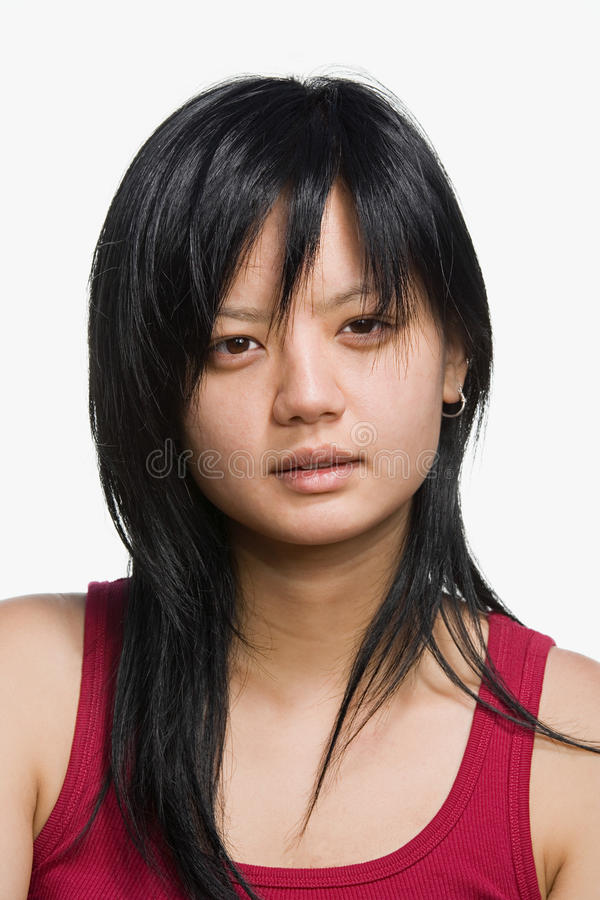 Stående av en ung vuxen kvinna fotografering för bildbyråer
