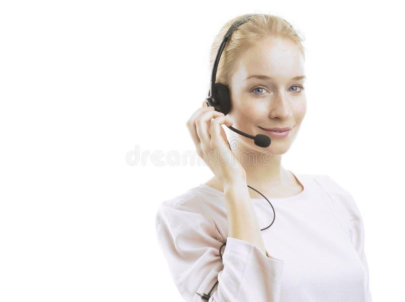 Säkert ungt kvinnligt kundtjänstmedel med hörlurar med mikrofon arkivfoton