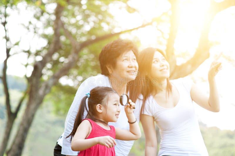 Stående av farmodern, modern och dottern fotografering för bildbyråer