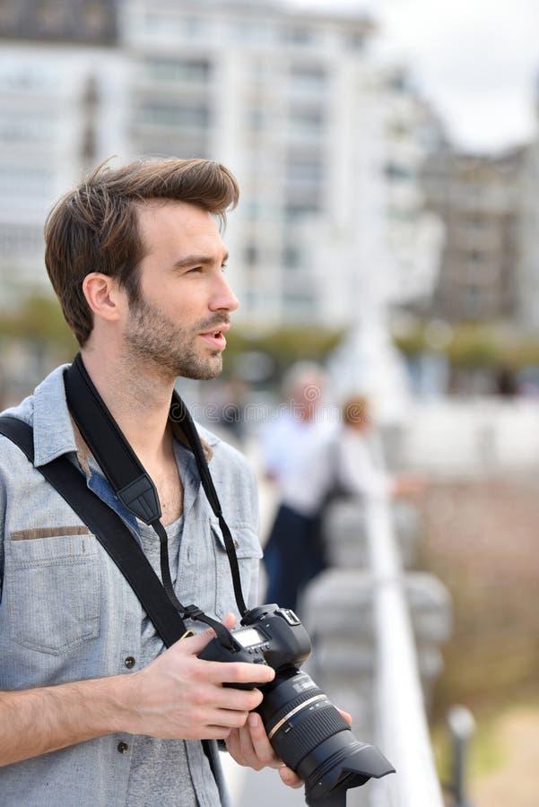 Stående av fotoreporter i stad royaltyfri fotografi
