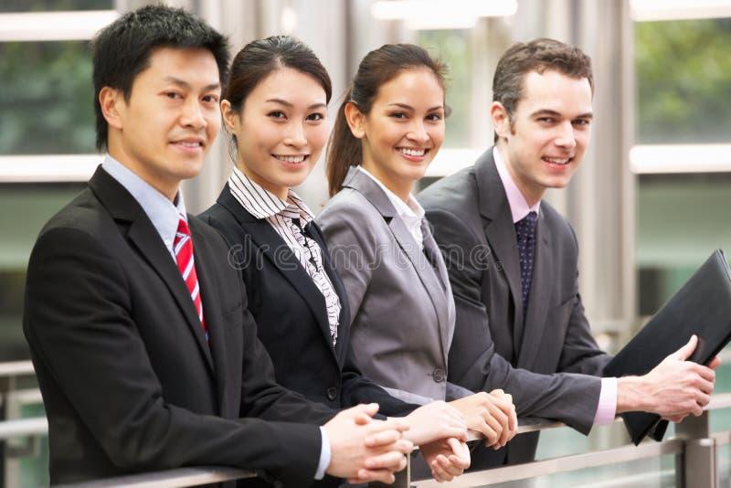 Stående av fyra affärskollegor royaltyfri bild