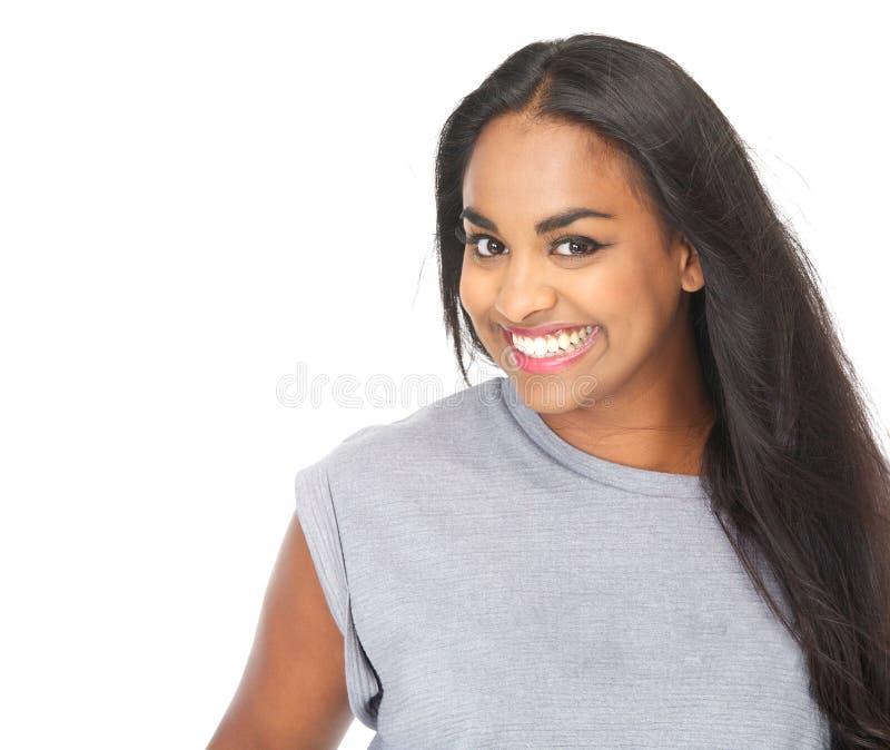Stående av gladlynt le för ung kvinna royaltyfri fotografi
