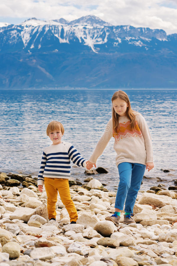 Stående av gulliga små ungar royaltyfri fotografi