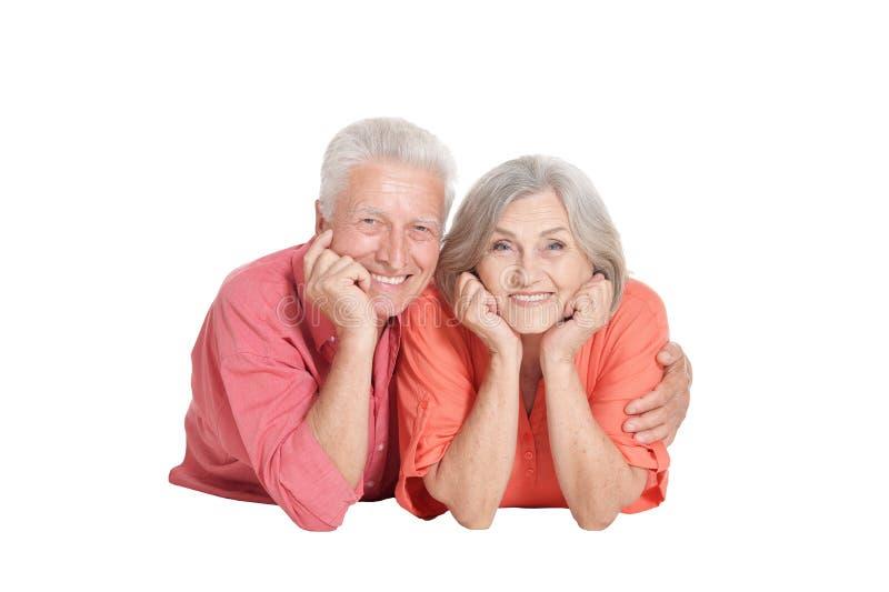 Stående av högt posera för par som isoleras på vit bakgrund royaltyfria bilder
