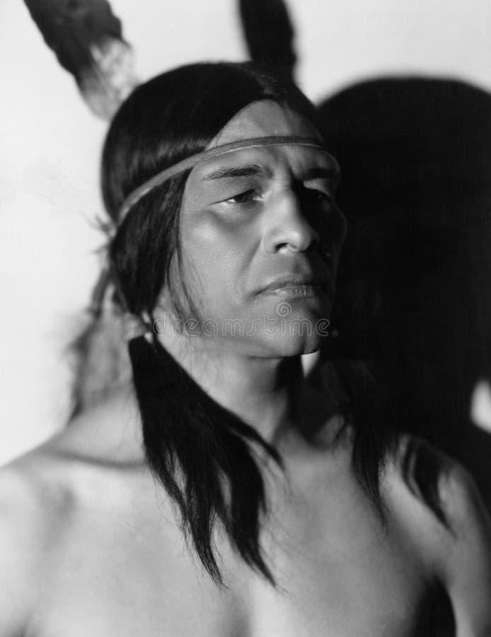 Stående av indianmannen (alla visade personer inte är längre uppehälle, och inget gods finns Leverantörgarantier som där arkivbild