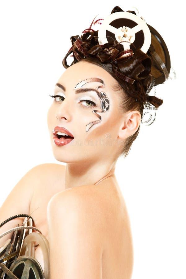Stående av kvinnan med härligt smink och hår för konstfilmfilm royaltyfri fotografi
