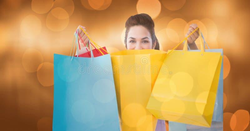 Stående av kvinnan med shoppingpåsar över bokeh arkivbild