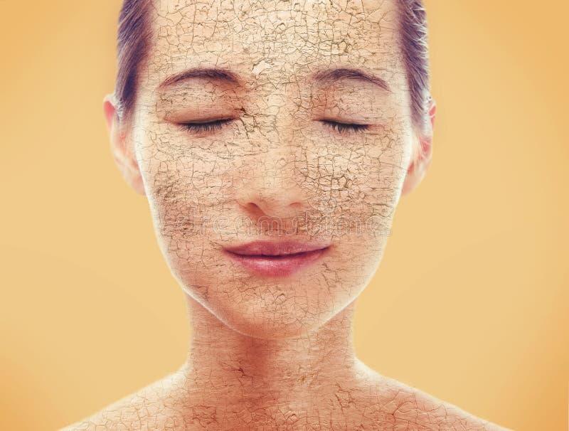 Stående av kvinnan med torr hud fotografering för bildbyråer