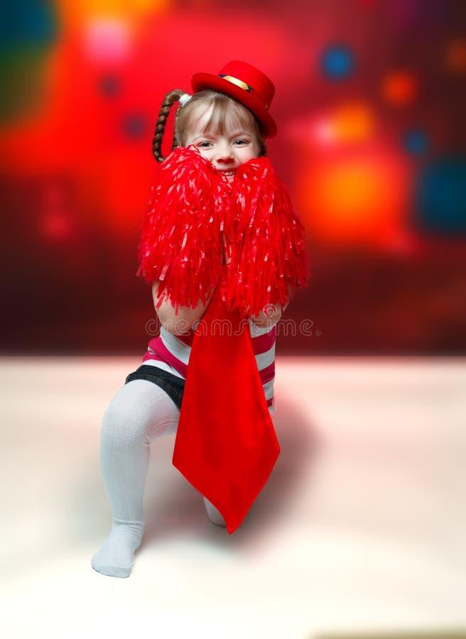 Stående av lilla flickan i karnevaldräkt på abstrakt backgrou arkivbilder