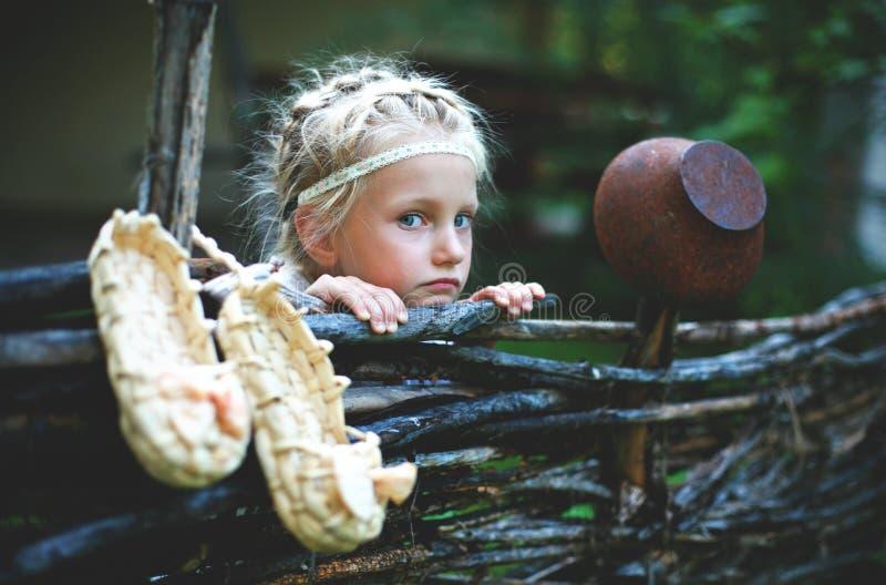 Stående av lite flickan av det slaviska utseendet royaltyfria foton