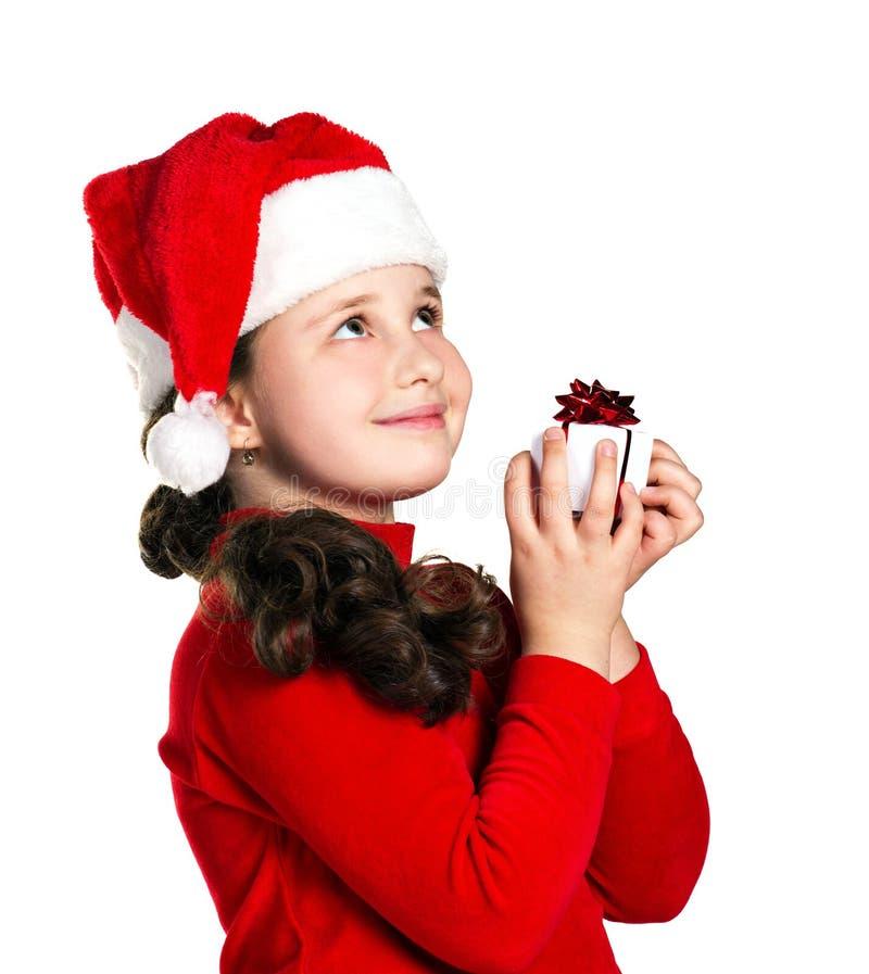 Stående av lite flickan med gåvan royaltyfri foto