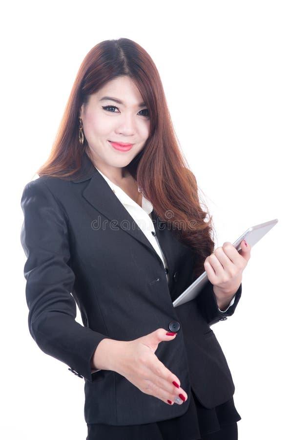 Stående av lyckade kvinnor för en leendeaffär som ger en hand arkivfoton