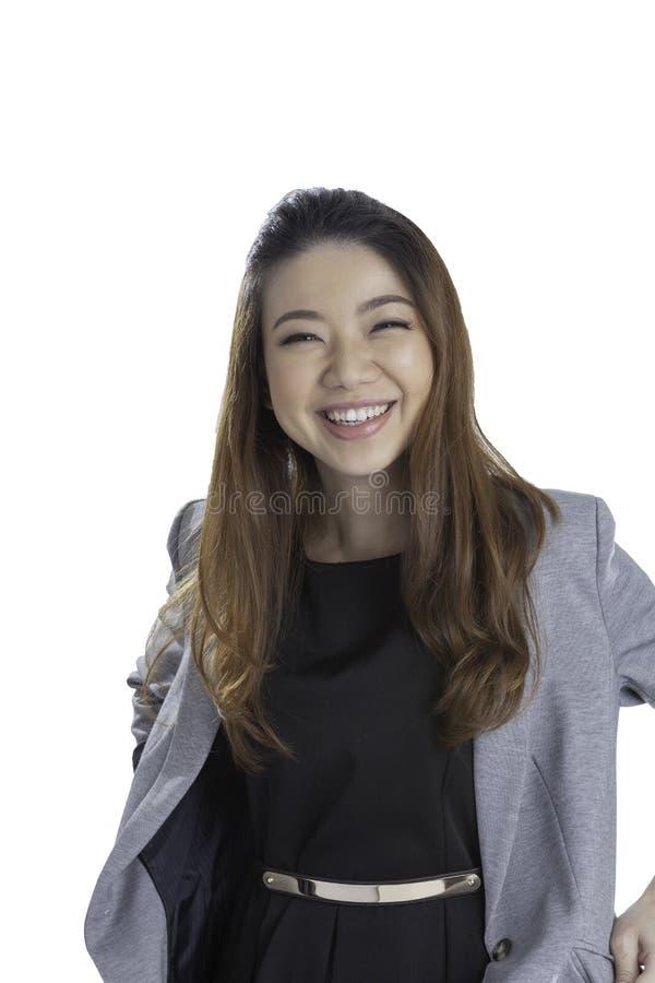 Stående av lyckliga unga den isolerade affärskvinnan royaltyfria bilder
