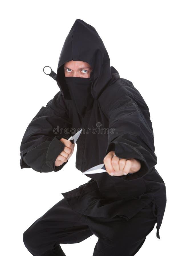 Stående av manliga Ninja In Black Costume arkivfoton