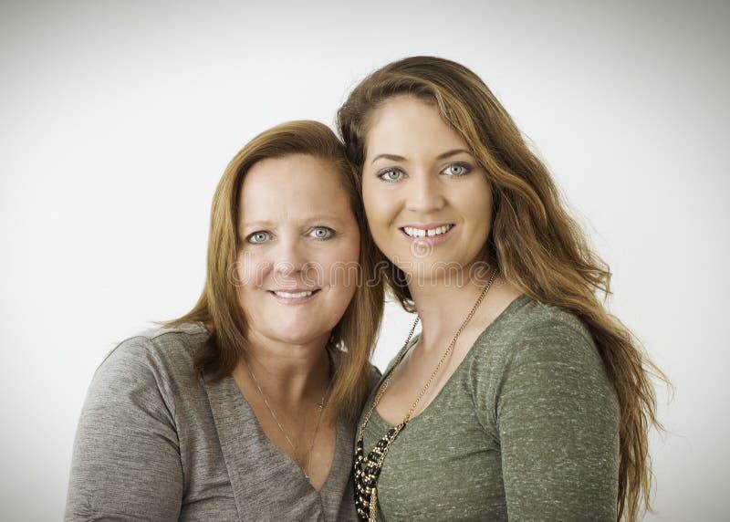 Stående av modern och dottern fotografering för bildbyråer