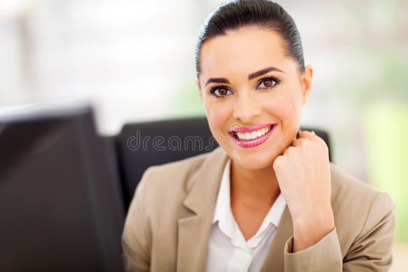 Le för affärskvinna arkivfoton