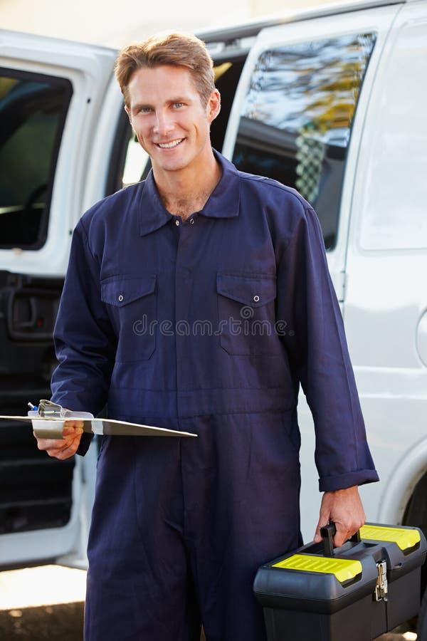 Stående av repairmanen With Van royaltyfri bild
