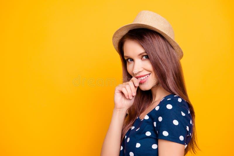 Stående av sexigt, förtjusande, trevligt, snällt, nätt, älskvärt, professi arkivfoto