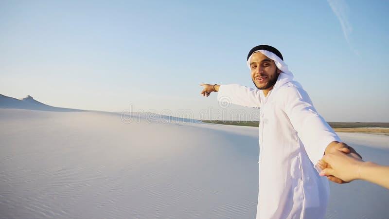 Stående av Sheikh Emirate för härlig arab den manliga turist- handboken, royaltyfria foton
