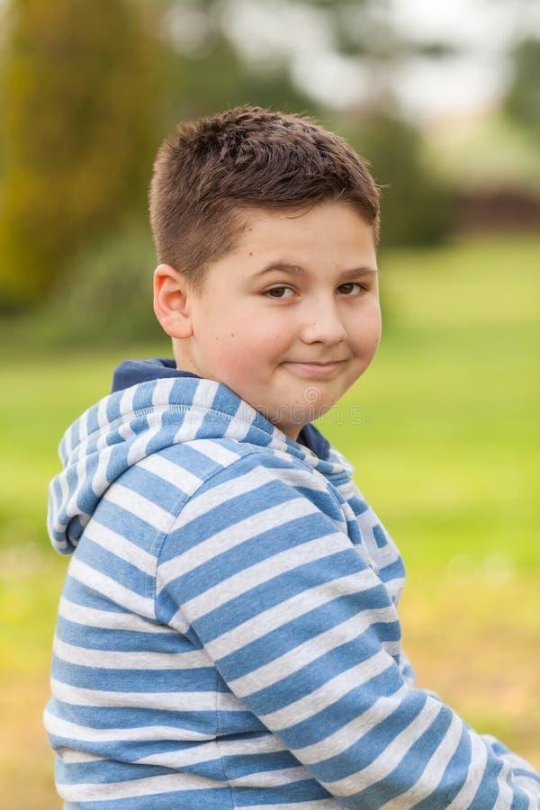 Stående av sju år en gammal ung caucasian pojke arkivbild