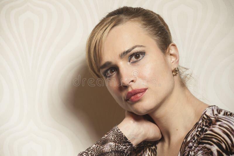 Stående av skönhetkvinnan royaltyfri fotografi