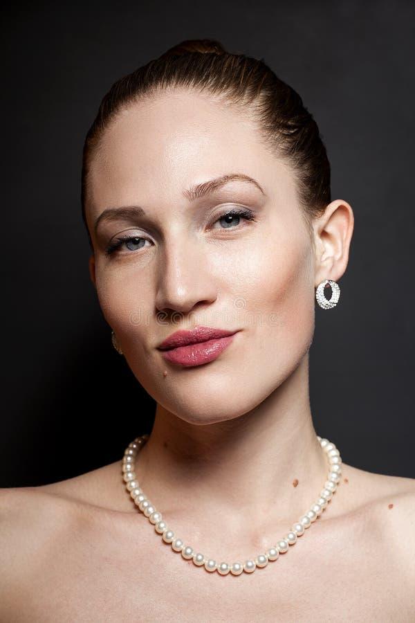 Stående av skönhetkvinnan royaltyfri bild