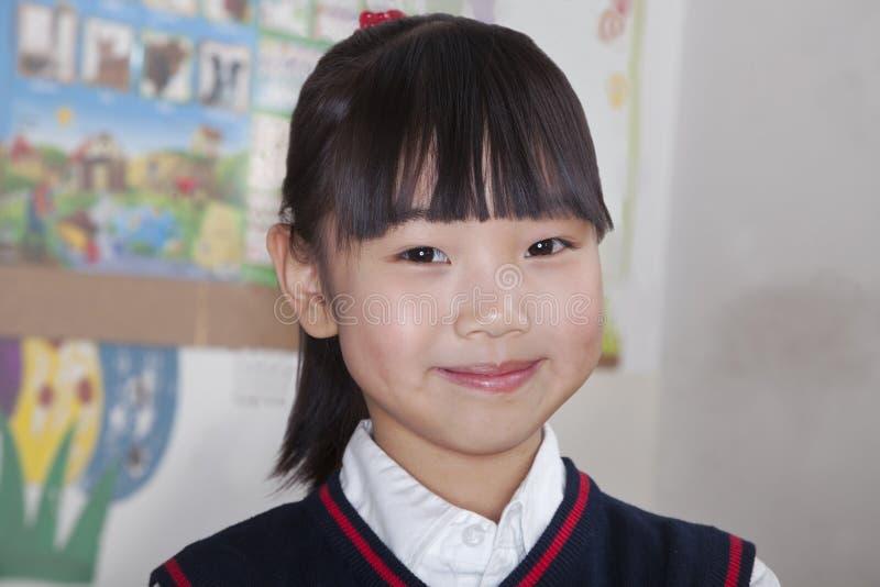 Stående av skolflickan i klassrumet, Peking, Kina royaltyfri fotografi