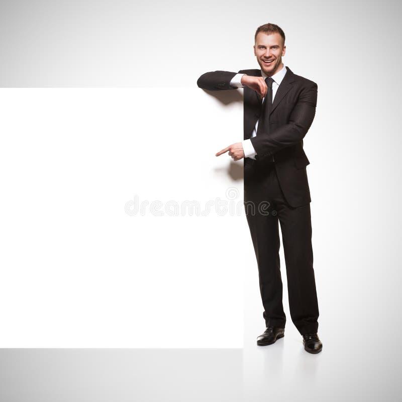 Stående av skylten för mellanrum för visning för affärsman royaltyfria bilder