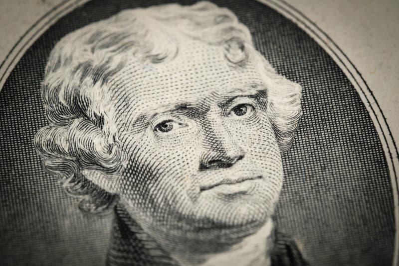 Stående av ståenden för president Thomas Jefferson på amerikansk räkning för dollar två 2 Nära övre sikt för makro arkivbild