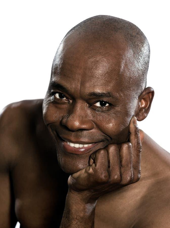 Stående av toothy le för afrikansk stilig man arkivfoton