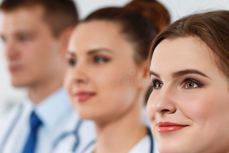 Stående av tre läkare som en och en står royaltyfri foto