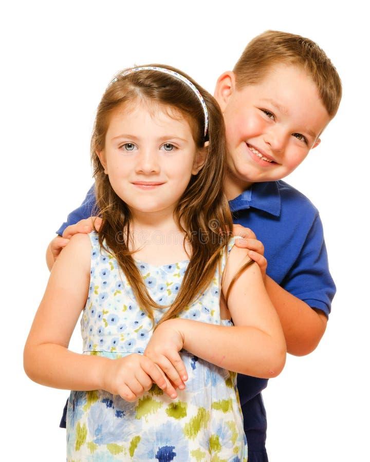 Stående av två lyckliga barn royaltyfri foto