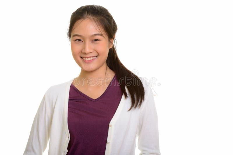 Stående av ungt lyckligt asiatiskt le för tonårs- flicka arkivbilder