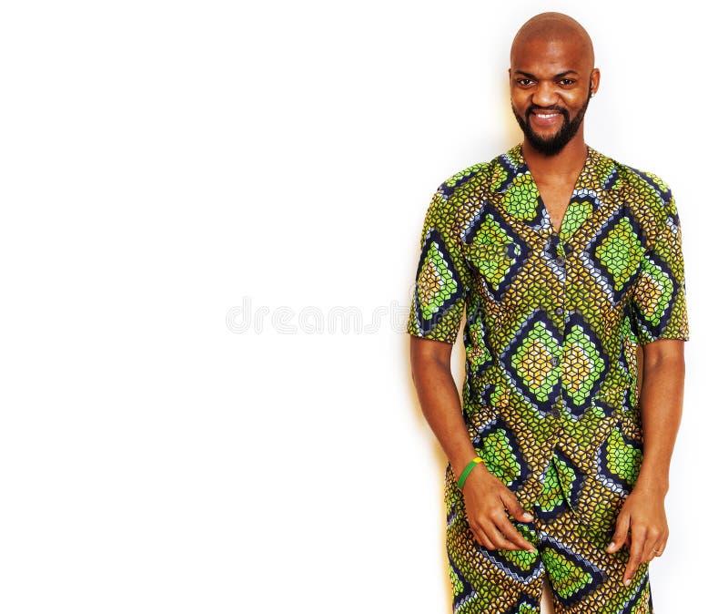 Stående av ungt stiligt afrikanskt bära för man som är ljust - grön nati arkivbilder
