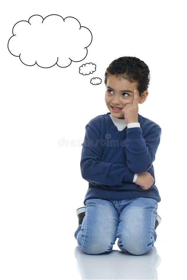Stående av ungt tänka för pojke royaltyfri foto