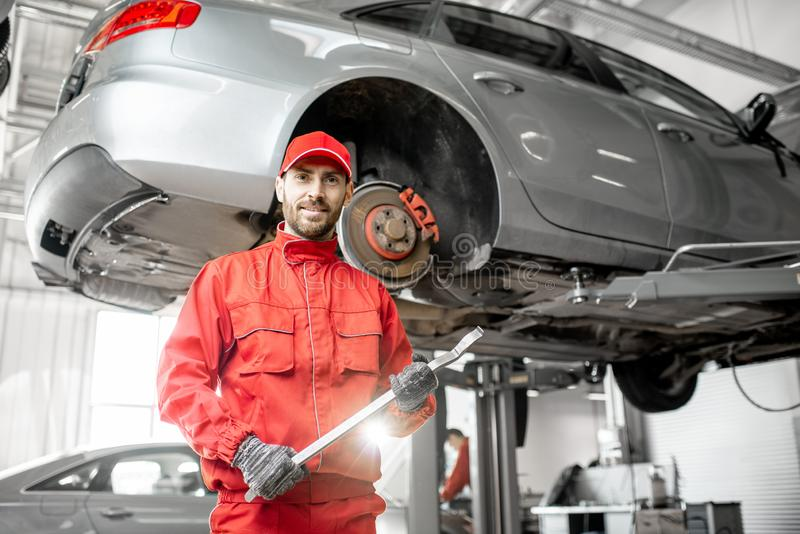 Stående för auto mekaniker royaltyfri foto