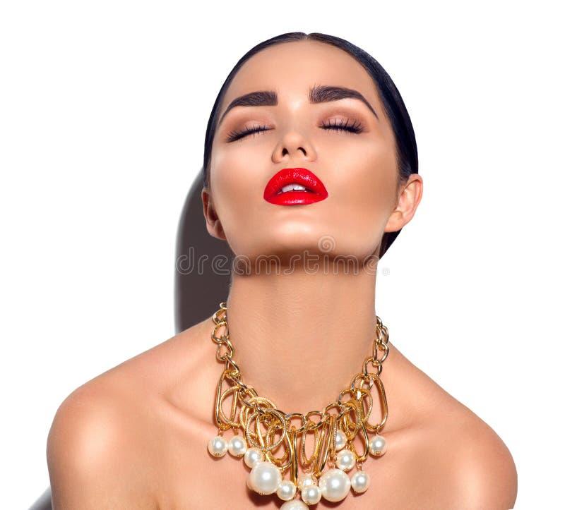 Stående för flicka för brunett för skönhetmodemodell Sexig ung kvinna med perfekt makeup royaltyfri fotografi