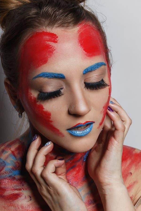 Stående för flicka för modemodell med färgrikt smink fotografering för bildbyråer