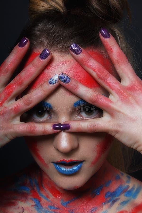 Stående för flicka för modemodell med färgrikt smink arkivbild