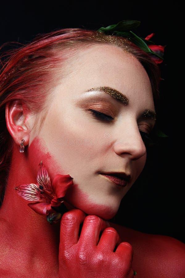 Stående för flicka för modemodell med färgrikt smink arkivfoto