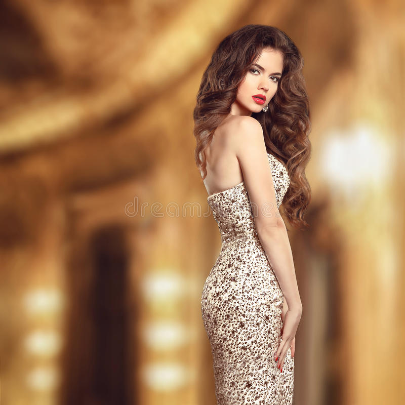 Stående för glamourstilskönhet Härlig ung kvinna i elegant fotografering för bildbyråer