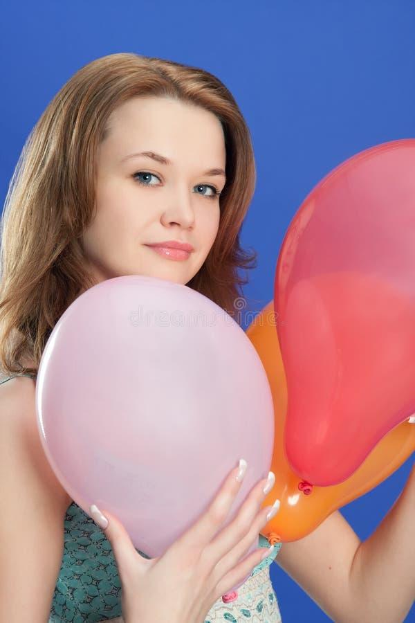 stående för holding för ballongfärgflicka fotografering för bildbyråer